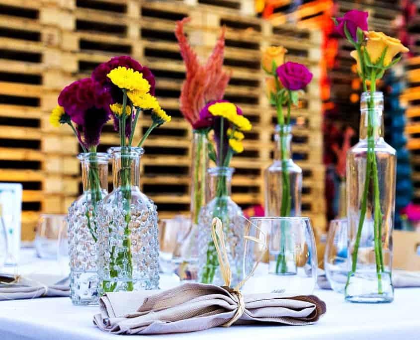 פרחים במרכז שולחן