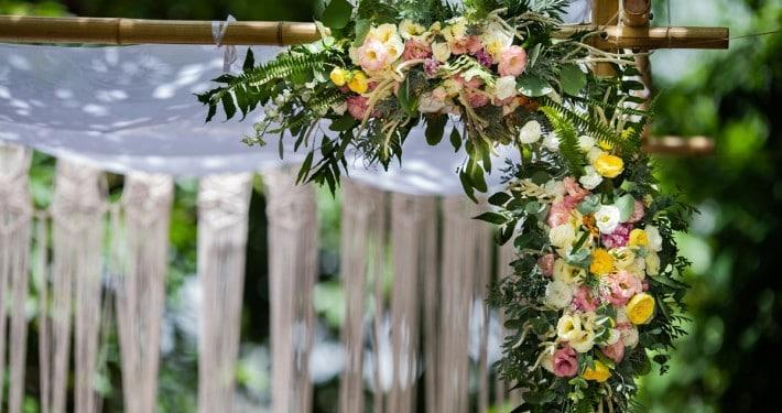 עיצוב חופה לחתונה בטבע