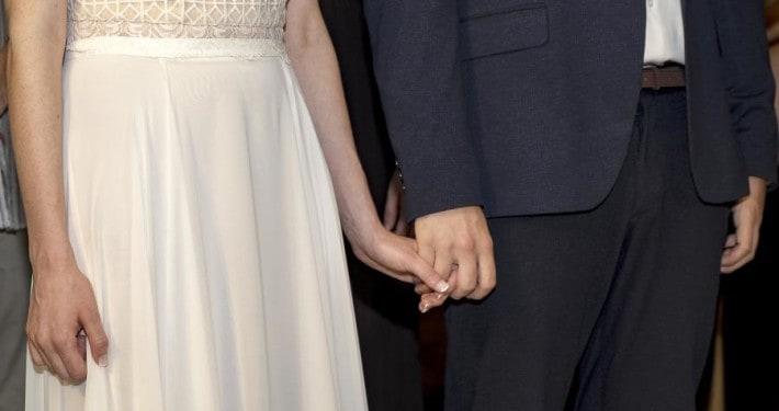 חתונה במטע זיתים